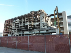 Demolition of Old Long Beach Courthouse, March 2016 photo by Louise Ivers P1010906